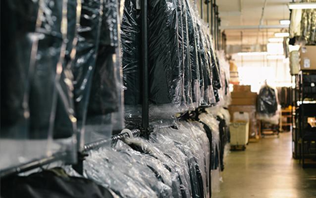 AS Team est la spécialistes du Transport de vêtements sur cintres en France comme en Europe